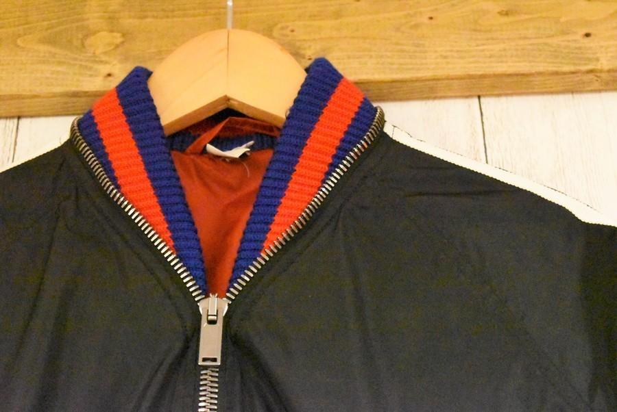 ボンバージャケットのナイロンジャケット