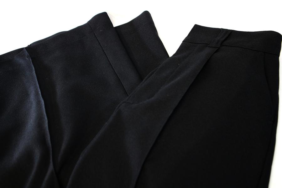 注目のブランド、CLEANA/クリーナによる至極のスカート。