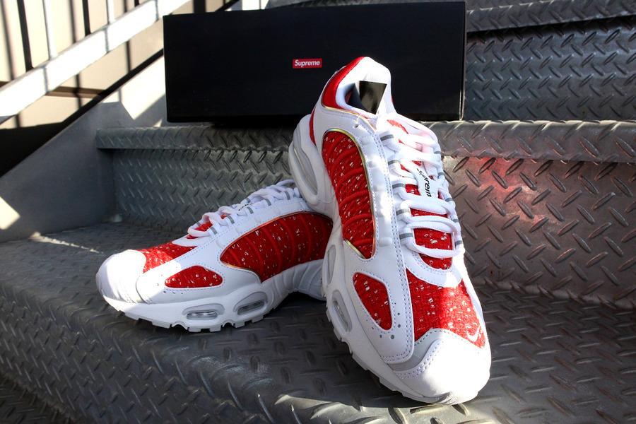 本日の買取速報【Nike x Supreme/Air Max Tailwind 4】新品タグ付き!!