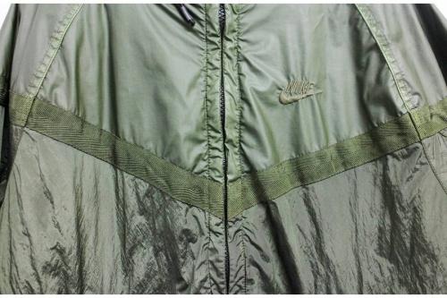 フーテッドジャケットのウインドランナープリマロフト