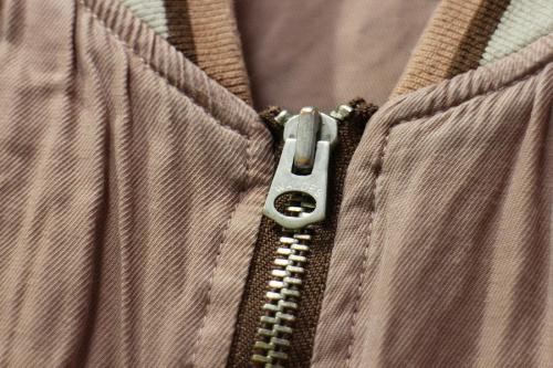 トラックジャケットのジャケット