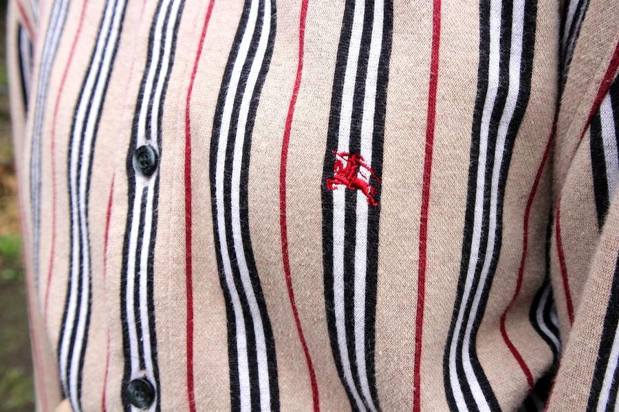 バーバリーブラックレーベルのストライプ シャツ