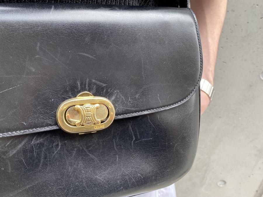セリーヌのブラゾン金具レザーショルダーバッグ