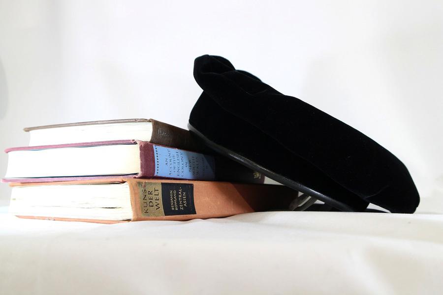 【スタッフレコメンド】珍しいHERMES/エルメスのシルク混ベロアベレー帽はいかがですか。