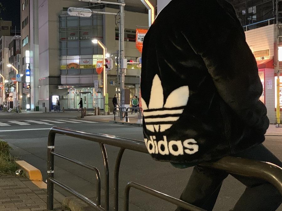 「ストリートブランドのadidas 」