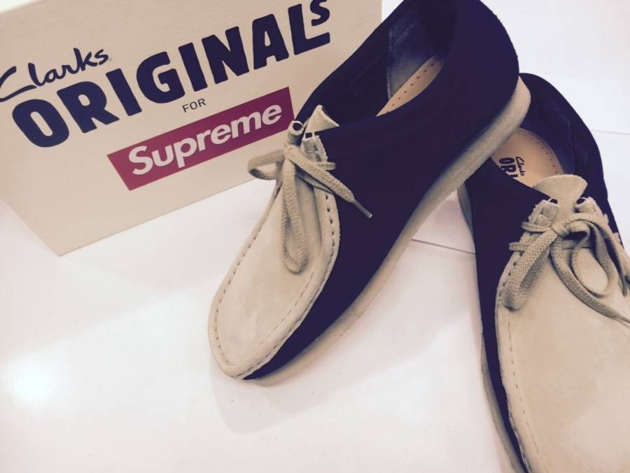 SUPREMEのCLARKS
