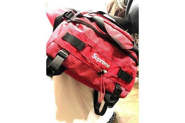シュプリームのショルダーバッグ
