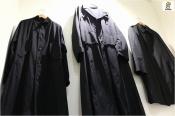 結局黒が落ち着くならば。Yohji Yamamoto(ヨウジヤマモト)のロングコートをどうぞ。