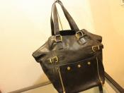 Yves Saint Laurent(イブ・サンローラン)のトートバッグのご紹介をいたします。