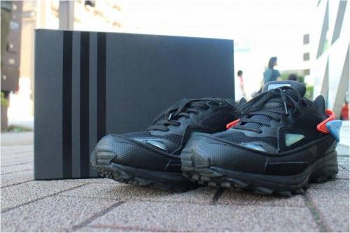 adidasのRAF SIMONS