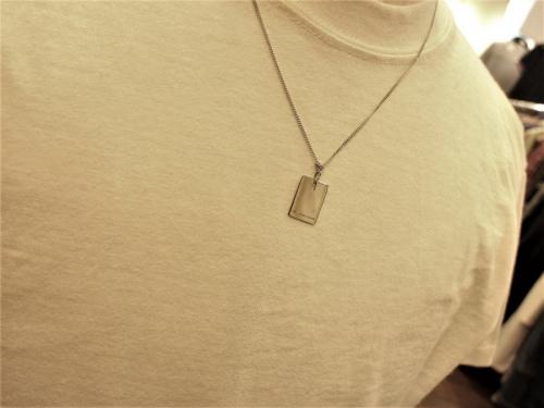 ディオールのプレートネックレス