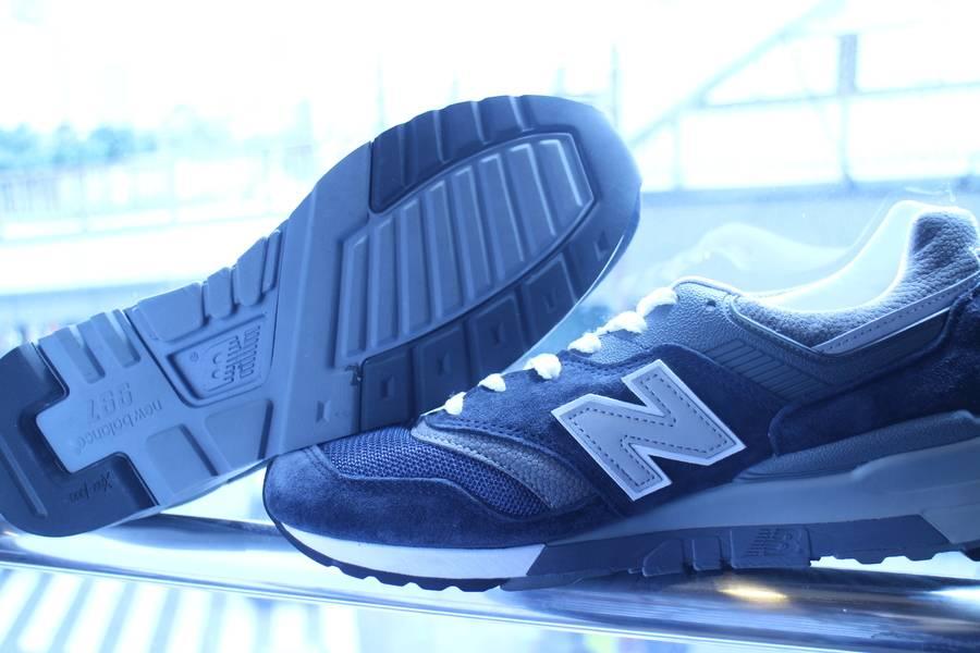 「ニューバランスのスニーカー 」
