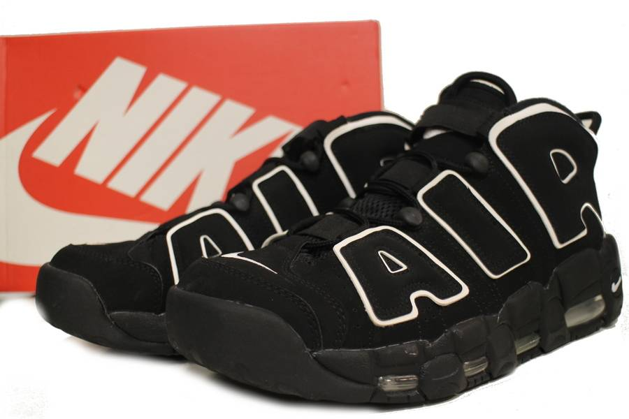 「AIR MORE UPTEMPOのスニーカー 」