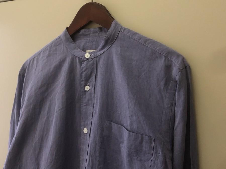 《COMOLI/コモリ》夏でもさらっと着れる定番バンドカラーシャツの入荷!
