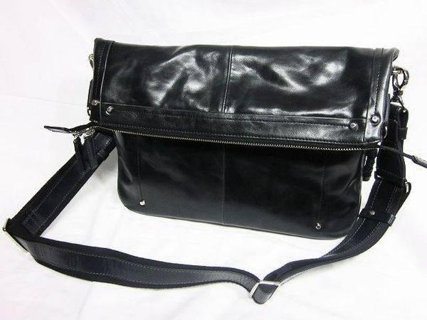 「キーファーノイのレザーバッグ 」