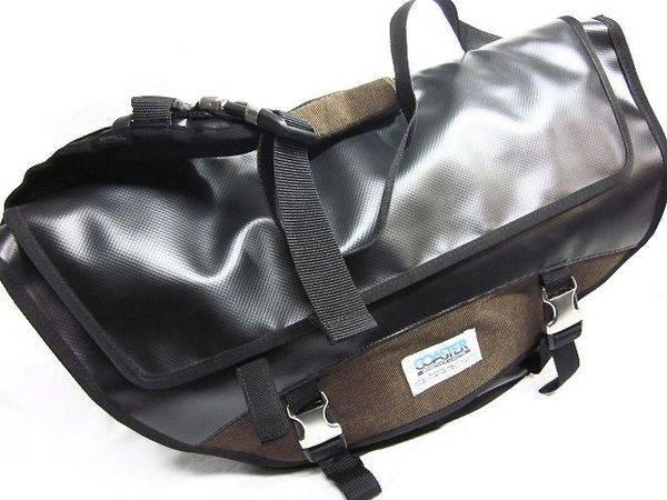 「コースターのメッセンジャーバッグ 」