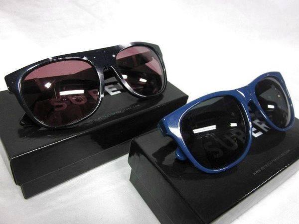 「スーパーのサングラス 」