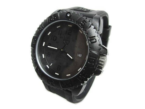 「ルミノックスの腕時計 」