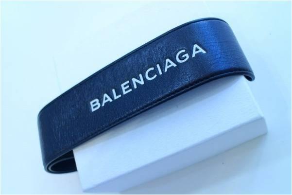 バレンシアガのブレスレット