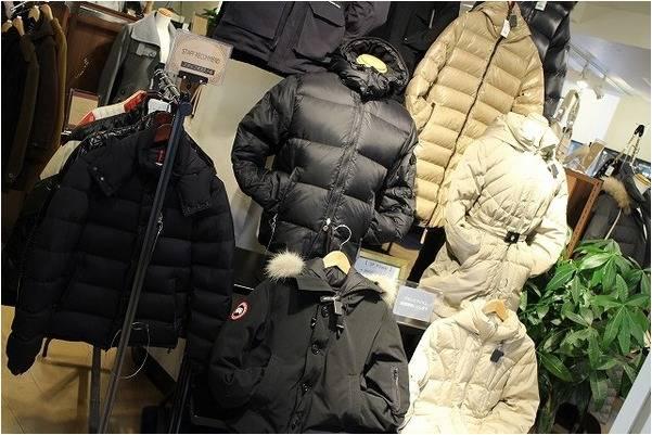 冬アウターのダウンジャケット