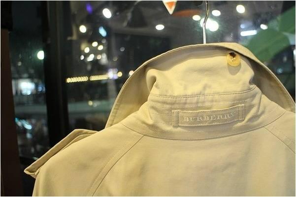 レトロファッションが流行する季節に、、BURBERRY(バーバリー)の入荷です!