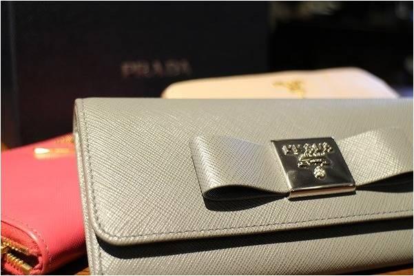 PRADA! PRADA! PRADA!の財布が入荷しました。