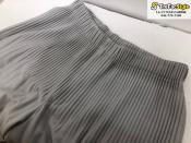 現代を生きる為の新しい日常着。ISSEYMIYAKE/ イッセイミヤケよりプリーツ加工パンツのご紹介。