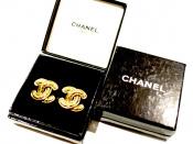 CHANEL(シャネル)のイヤリングで耳元に華やかなアクセントを、、