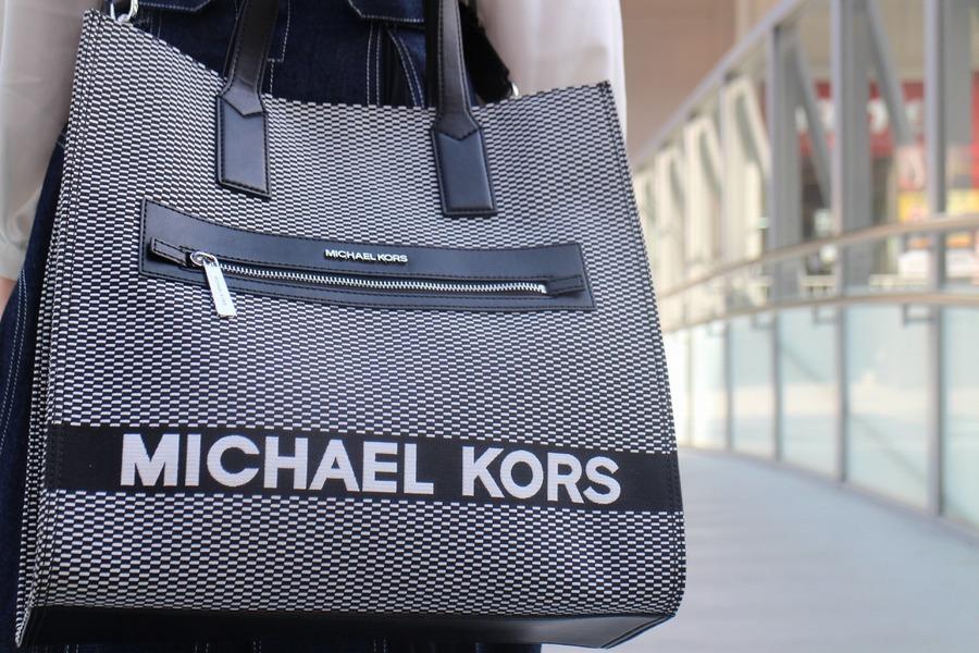 「キャリアファッションのMICHAEL KORS 」