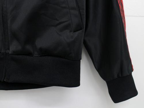 アディダスのトラックジャケット