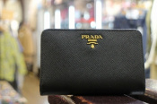 PRADA / プラダ 未使用の財布が入荷!