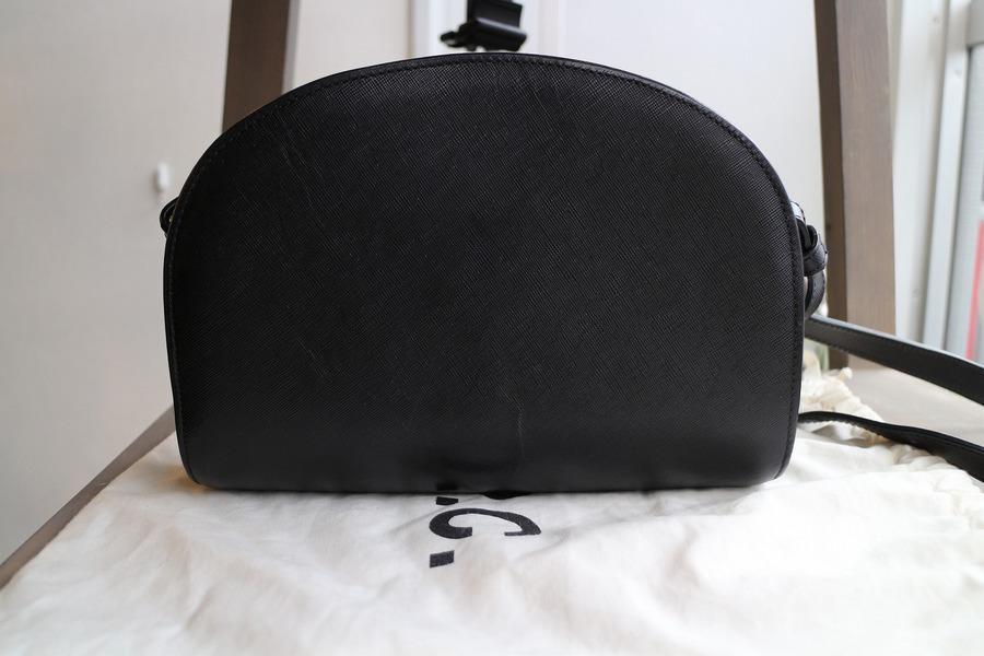 アーペーセーのハーフムーンバッグ