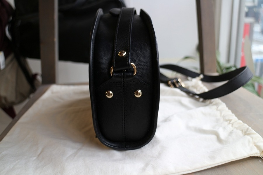 ハーフムーンバッグのショルダーバッグ