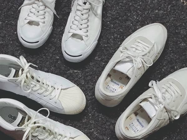 「スニーカーのホワイト 」