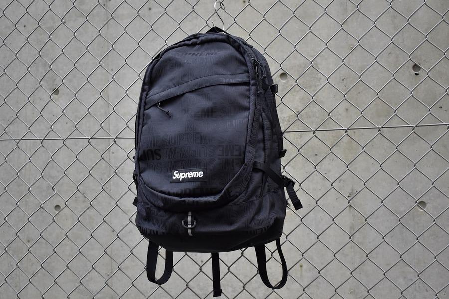 シュプリームのバッグパック
