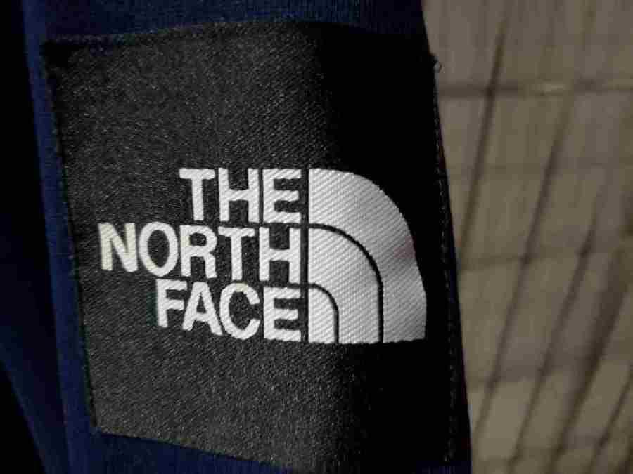 ノースフェイスのスクエアロゴ。
