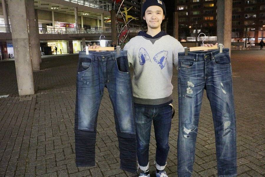「デニムのジーンズ 」