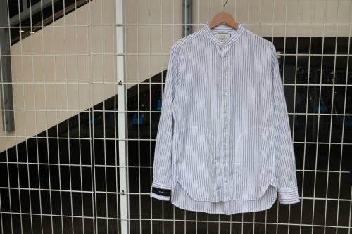 トップスの長袖シャツ