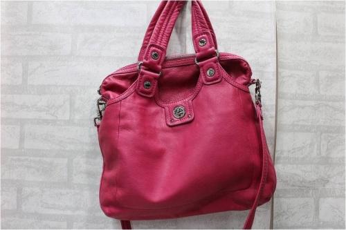 キャリアブランドのバッグ