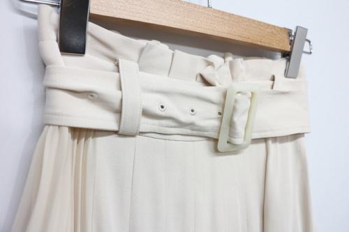 スナイデルのプリーツディティールスカート