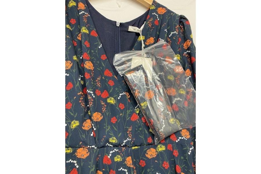 マドモアゼルのドレスの869993012