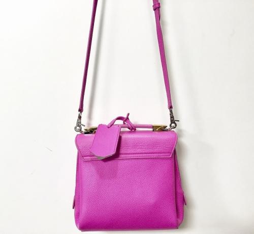 バレンシアガのショルダーバッグ