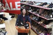 お正月SALEイベント第2弾!激安98円商品とレディース靴のSALE品を大量追加!驚きの安さに驚く事間違いなしです!入間の最安古着屋-