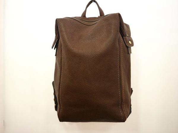 本日は土屋鞄からヌメ革バックパックをご紹介◎