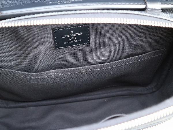 ルイ・ヴィトンのボディバッグ