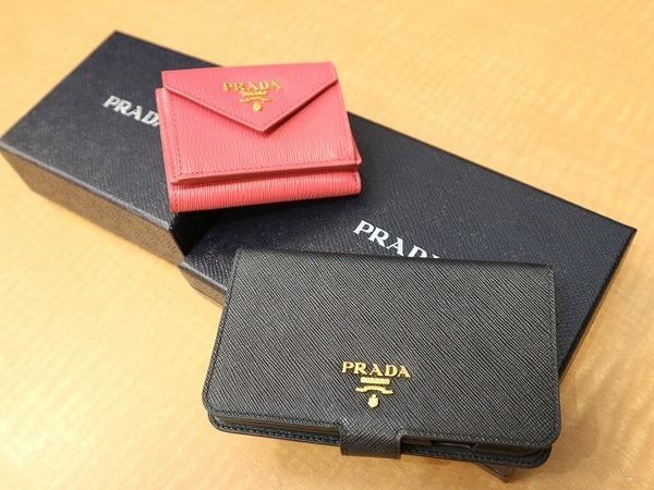 PRADA/プラダから、スマートフォンケース、3つ折財布のご紹介です。