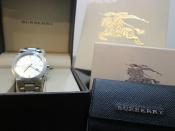 英国の格式高き伝統ブランド BURBERRY/バーバリーより腕時計・キーケースのご紹介です。