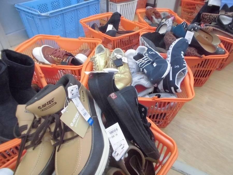 「靴」大量入荷のお知らせ〜!!