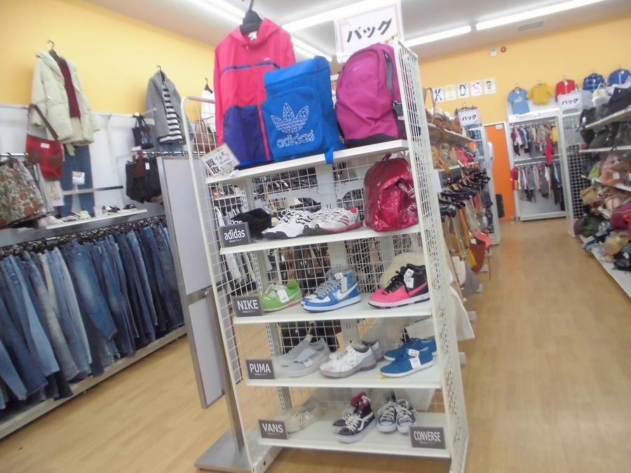 adidas(アディダス),NIKE(ナイキ),PUMA(プーマ),CONVERSE(コンバース)などのスニーカー買取大強化中!!