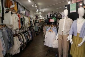 市川店は2フロア店舗!1F・2Fで違った楽しみ方が...